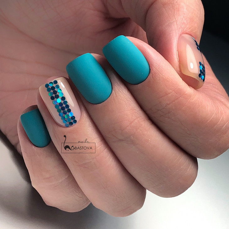 manucure turquoise